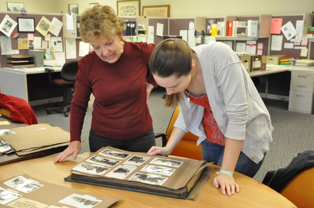 Anna Romskog and Rita Yeada, at work in the city archives, april 18, 2014