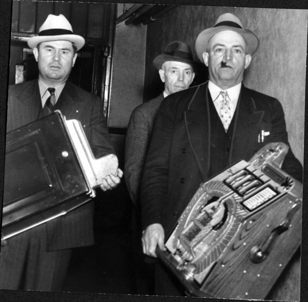 gambling bust, 1940, picture 8, side 1