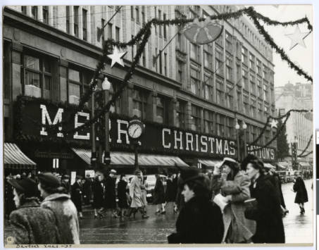 Daytons_Department_Store_at_Christmas_Minneapolis_Minnesota, mdl, hhm