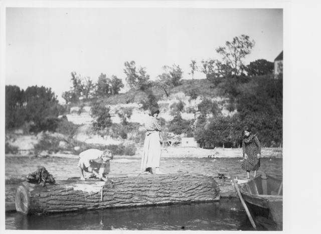 smaller version, BR0099, women gathering driftwood from bohemian flats