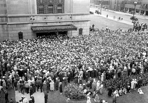 outside memorial auditorium for floyd b olson funeral 8-26-1936, mhs